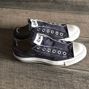 Converse distressed lace free blue sneakers